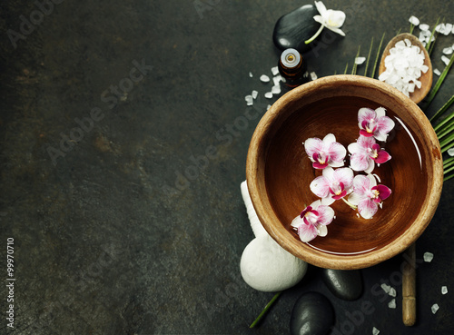 Juliste  Spa background with floating flowers