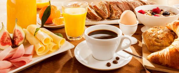 Fototapeta Do restauracji Full breakfast on table
