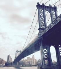 Manhattan most nad rzeką w rocznika stylu, Nowy Jork