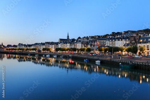 Foto auf Gartenposter Stadt am Wasser Evening view of the promenade city of Trouville, Normandy, Franc