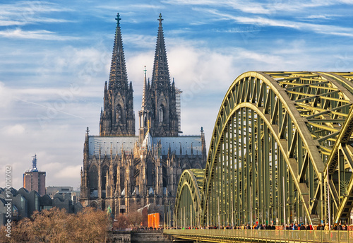Fotografiet  Cologne Cathedral and Hohenzollern Bridge, Cologne, Germany