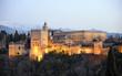 Palacio de la Alhambra al anochecer, Granada, España