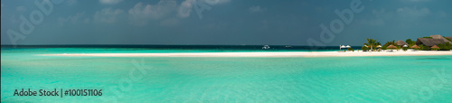 Spoed Foto op Canvas Eiland Wonderful lagoon around a maldivian island