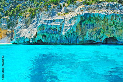 Photo sur Aluminium Turquoise tuquoise water and grey rocks in Orosei Gulf shoreline