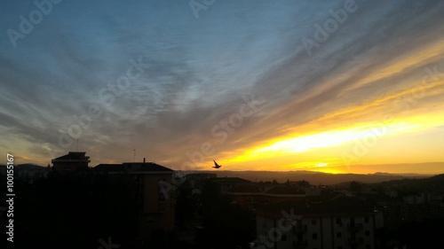 Spoed Foto op Canvas Vuurtoren Alba siciliana con cielo d'uccello