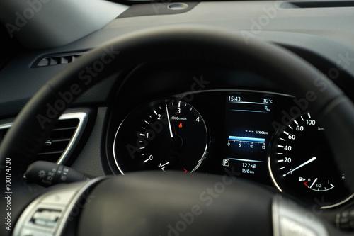 Photo  Modern car speedometer and illuminated dashboard