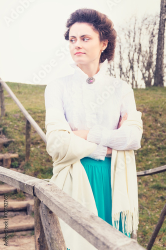 Photographie  Romantic caucasian woman in vintage outfit. Retro style