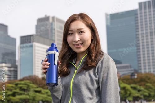 Spoed Foto op Canvas Fitness ランニングする若い女性