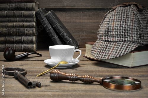 Fotografia  Sherlock Holmes Concept. Private Detective Tools On The Wood Tab