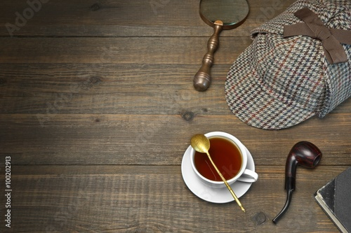 Fotografía Sherlock Holmes Concept. Private Detective Tools On The Wood Tab