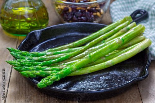 Fotografie, Obraz  Freshly cooked asparagus appetizer on a cast iron skillet