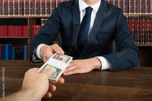 Cuadros en Lienzo Lawyer Taking Bribe From Client At Desk