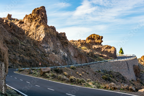 Foto op Aluminium Grijze traf. Serpentine road among rocky mountains on Tenerife island