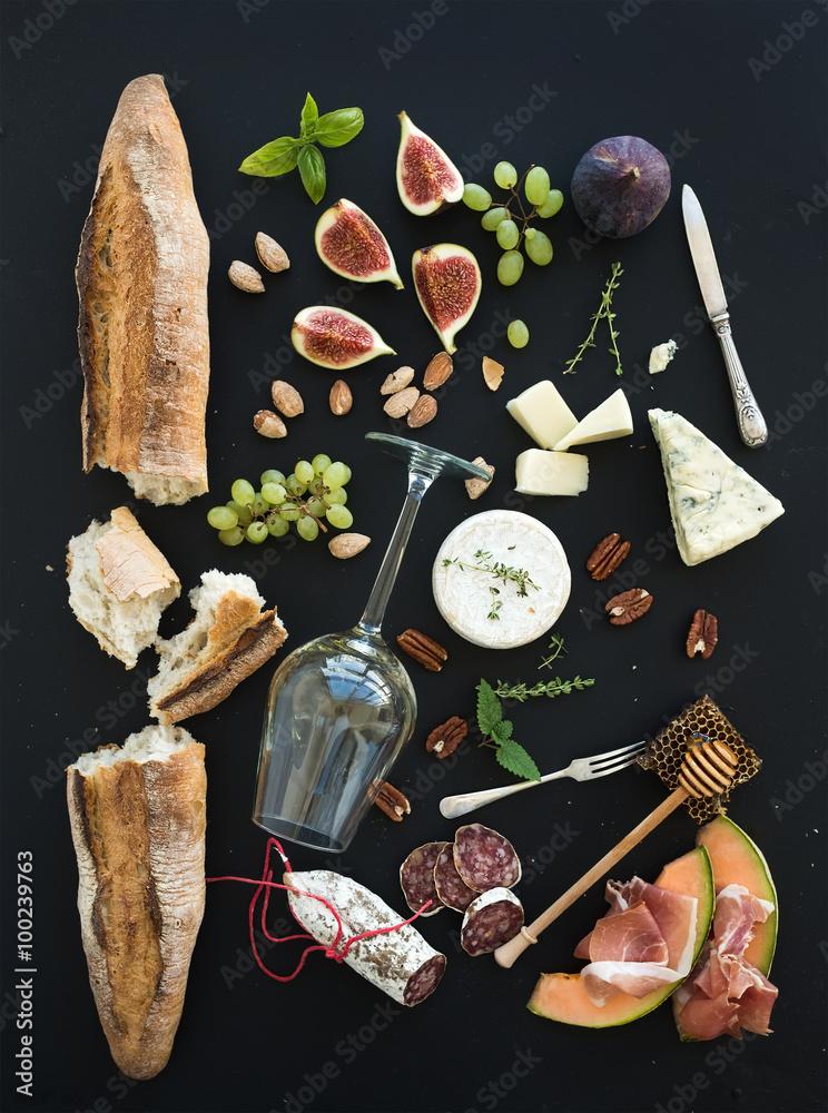 Photo  Wine and snack set