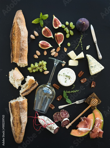Fotografie, Tablou  Wine and snack set