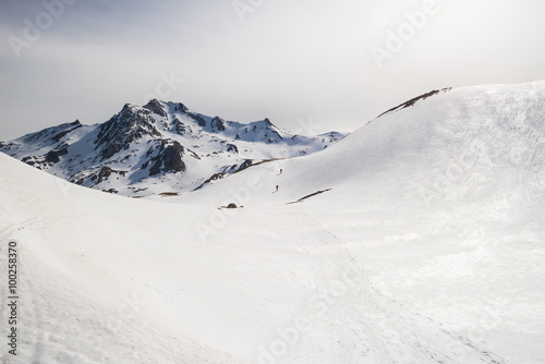 Foto op Plexiglas Alpinisme Mountaineering towards the mountain top
