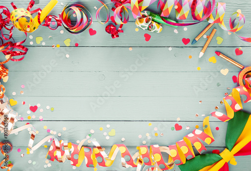 Fotografia  Colorful party frame with streamers and confetti