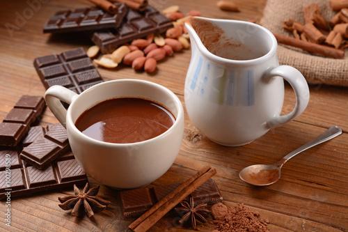 Spoed Foto op Canvas Chocolade squisita cioccolata calda nella tazza