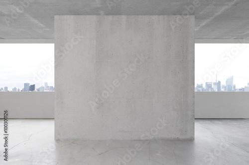 Pusta betonowa ściana w wnętrzu z copyspace