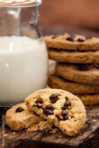 Tuinposter Koekjes Chocolate Chip Cookie with milk - for breakfast