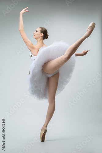 Fotografie, Tablou  Ballerina in the studio