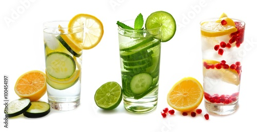 Cadres-photo bureau Eau Three types of detox water with fruit in glasses isolated on a white background