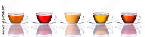 kilka-kubkow-herbaty-w-roznych-kolorach-rozne-smaki