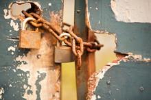 Rusty Pad Lock And Chain Locki...