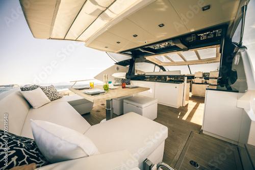 table setting luxury motoryacht
