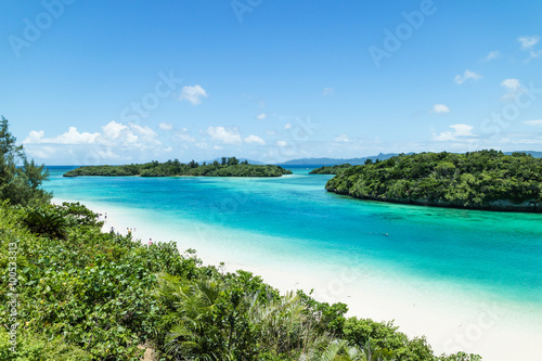 Montage in der Fensternische Tropical strand Tropical beach with clear blue lagoon, Ishigaki Island, Okinawa, Japan