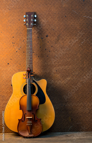 Poster Muziekwinkel Acoustic guitar on old steel background