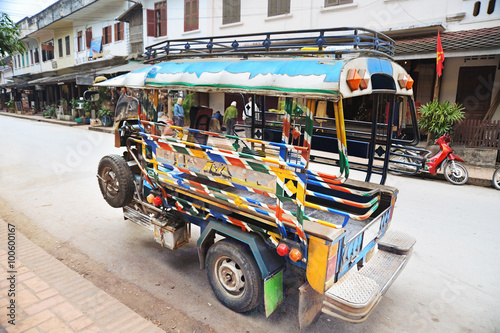 Foto  Colorful vehicle on the street in Laos