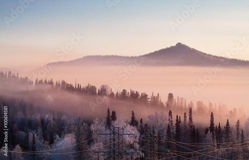 Poster Matin avec brouillard Горы. Туманное утро на горнолыжном курорте Шерегеш