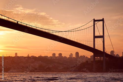 Fotografia  Bosphorus Bridge in Istanbul at sunset, Turkey