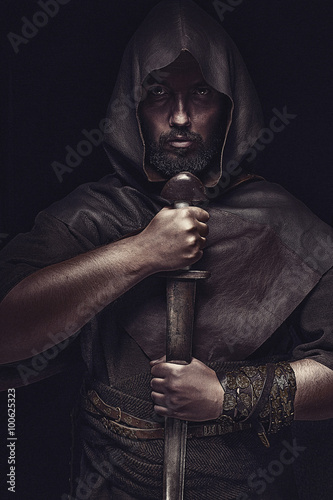 Photo  Viking warrior with sword over black background holding sword