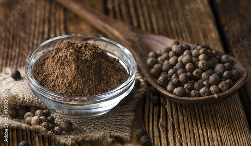 Tela Old wooden table with Allspice powder
