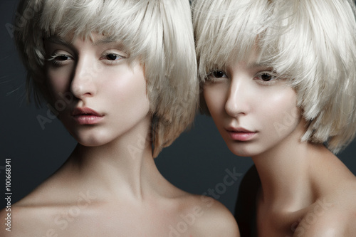 Photo  Portrait of two beautiful girls twins with closed eyes in studio, closeup