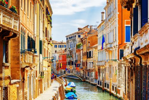 Stickers pour portes Venise View of Rio Marin Canal and Ponte Cappello dei Garzoti, Venice