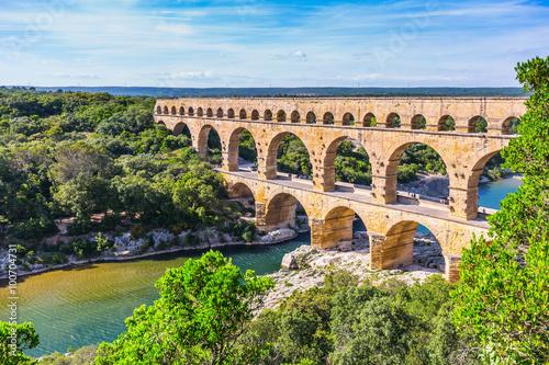 Fotografiet Three-tiered aqueduct Pont du Gard and natural park