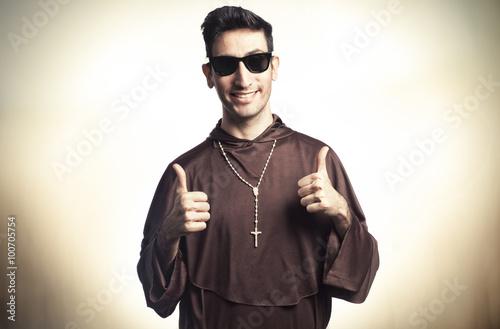 Fotografija friar with sunglasses