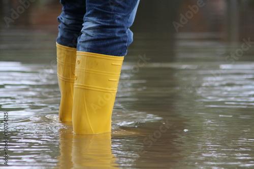 Fotomural Stiefel im Hochwasser
