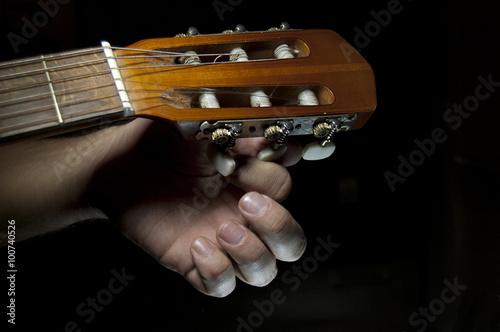 Fotografija  guitar tuning close up