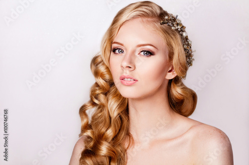 Fototapety, obrazy: Portrait of beautiful blonde bride in vintage style with makeup and coiffure. Styling curls.