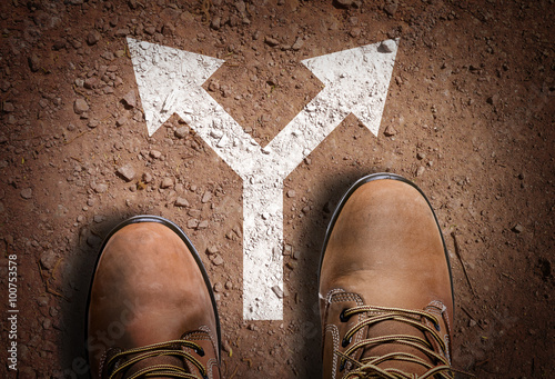 Obraz Top View of Boot on the trail with directional arrow - fototapety do salonu