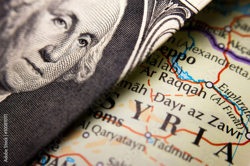 Obraz na plátně  A dollar bill (figuring George Washington) on top of a map of Syria