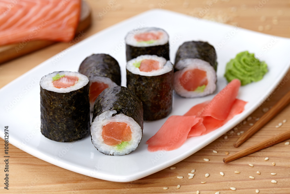 Fototapety, obrazy: Maki sushi roll with salmon, wasabi, ginger and nori seaweed.