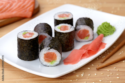 Fototapeta Maki sushi roll with salmon, wasabi, ginger and nori seaweed.  obraz