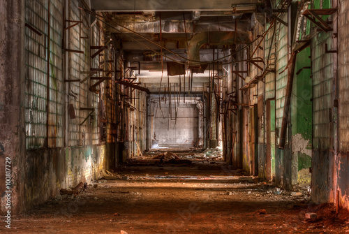 Tuinposter Oude verlaten gebouwen Dilapidated workshop of the abandoned factory