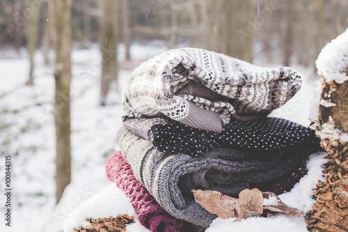 Staande foto Dragen Winterbekleidung