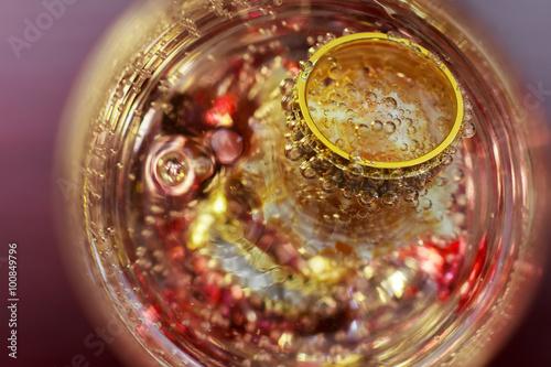 Foto op Aluminium Alcohol love wedding rings glass of champagne